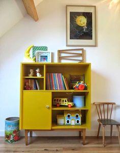 Redessinez les vieux meubles et pimentez-les de manière formidable - Yellow Cabinets, Diy Cabinets, Cupboards, Kids Bedroom, Bedroom Decor, Deco Kids, Retro Home Decor, Kids Decor, Boy Room