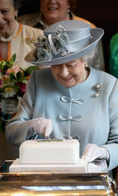 Queen Elizabeth all smiles at WI event following rumored health scare