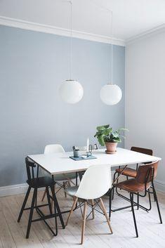 Når man bor fire mennesker på 80 kvm, skal der gode indretningsidéer til Dining Room Blue, Dining Room Walls, Living Room Paint, Living Room Grey, Dining Room Design, Blue Walls Kitchen, Kitchen Wall Colors, Dining Table, Blue Grey Walls