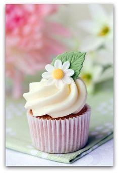 Moist Certainly Delicious Vanilla Cupcakes - Cupcake Decoration Ideen Daisy Cupcakes, Easter Cupcakes, Strawberry Cupcakes, Christmas Cupcakes, Spring Cupcakes, Valentine Cupcakes, Birthday Cupcakes, Cupcakes Gourmet, Yummy Cupcakes