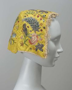 18th century, Europe - Woman's cap - Embroidered silk