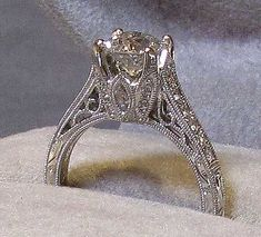 so vintage...love the filigree work on the sides and they match the studs pinned below!