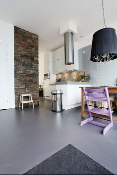 We want marmoleum flooring in the kitchen. Do you know a specialist ...