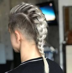 Long Hair Shaved Sides, Braids With Shaved Sides, Shaved Side Hairstyles, Half Shaved Hair, Mens Braids Hairstyles, Mohawk Braid Styles, Short Hair Styles, Braided Mohawk, Long Hair Mohawk