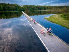 Through a large pond in the De Wijers nature reserve in Limburg, Belgium, runs a cycling lane that goes right through the waters instead of . Great Places, Places To Visit, Water Time, Reserva Natural, Bike Trails, Nature Reserve, Best Location, Weekender, Landscape Architecture