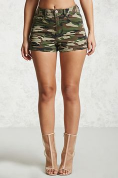 Forever 21 is the authority on fashion & the go-to retailer for the latest trends, styles & the hottest deals. Camo Fashion, Diva Fashion, Military Fashion, Fashion Outfits, Girls Summer Outfits, Outfits For Teens, Girl Outfits, Cute Camo Outfits, Camouflage Jeans