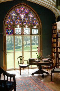 Stately home - Westwing magazine - Prideaux Place, Cornwall - House Window Design, House Design, Ad Design, Beautiful Library, Beautiful Homes, Stained Glass Art, Stained Glass Windows, Casa Retro, Home Libraries