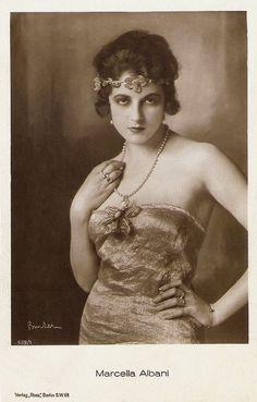 Marcella Albani. German postcard by Ross Verlag, Berlin, no. 538/1, 1919-1924. Photo: Alex Binder.