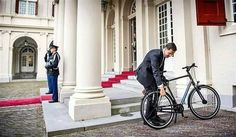 What if African leaders transitioned to riding bicycles or driving electric cars?  #GreenEnergy #CleanEnergy  ---------------------------- The newly elected Prime Minister of Netherland Mark Rutte arrives at the Palace to inform the Dutch King Willem-Alexander his intention to form a new government. He arrives with his bicycle and is shown here locking his bicycle before entering the Palace.