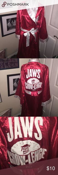 Everlast boxing robe Pizza Hut Chow-Lenge Never used. Won in some kind of contest. Would be great for a costume. Everlast Other