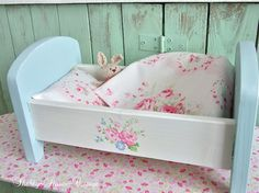 Shabby-Roses-Cottage / Love the cot Diy Barbie Furniture, Dollhouse Furniture, Vintage Furniture, Baby Doll Bed, Doll Beds, Baby Dolls, Baby Doll Accessories, Shabby Chic Crafts, Doll Quilt