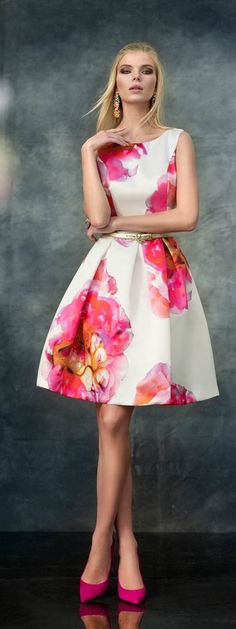 All pretty dresses and accesories are welcomed Floral Fashion, Look Fashion, Fashion Dresses, Womens Fashion, Fashion News, Dress Skirt, Dress Up, Pleated Skirt, Short Dresses
