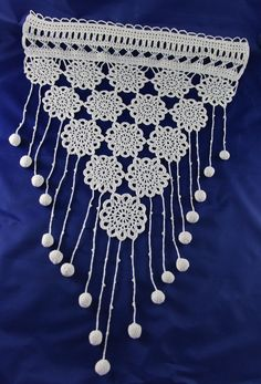 Rideau brise-bise crochet dentelle - Un grand marché Crochet Wall Hangings, Creation Crafts, Lace Curtains, Crafts To Make And Sell, Crochet Designs, Crochet Projects, Knit Crochet, Crochet Necklace, Textiles