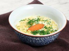 Potatis- och purjolökssoppa med löjrom och chips | Recept från Köket.se