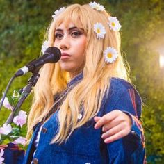 Kali Uchis ft. flowers in hair