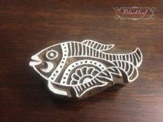 Bloc de bois impression main découpée indien bloc de bois, impression Motif poisson en timbre Stamp Printing, Screen Printing, Homemade Stamps, Whole Cloth Quilts, Paisley, Stencil Diy, Stencils, Feather Art, Wood Stamp