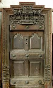 antique kerala door Kerala Houses, Entrance Decor, Architectural Features, Doorway, Door Design, Architecture, Pathways, Antiques, Bridges