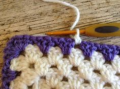 Lullaby Lodge: Crochet Tutorial - How to add a simple shell border to a granny s. Lullaby Lodge: Crochet Tutorial – How to add a simple shell border to a granny square baby blanke Crochet Border Patterns, Crochet Boarders, Crochet Blanket Edging, Crochet Ripple, Crochet Lace Edging, Granny Square Crochet Pattern, Crochet Blocks, Crochet Squares, Crochet Flowers