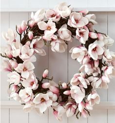 Aussie Christmas wreath - I love this!! Has one of my favourite flowers too - the magnolia.