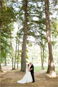 Le Magnifique: a wedding inspiration blog for the stylish bride // www.lemagnifiqueblog.com: Camas Meadows Golf Club Wedding by Murray Photography