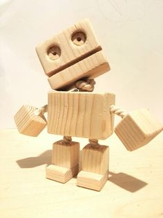 Holzroboter Wooden Crafts, Wooden Diy, Custom Woodworking, Woodworking Projects, Robot Cute, Wood Tools, Wood Creations, Recycled Art, Wood Carving