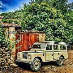 Land Rover 109 Serie III SW Station Wagon Safari Top. Cartoon.
