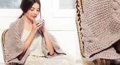Le châle beige en torsades Version contemporaine d'un châle, ce rectangle tricoté au point mousse et bordé de tressesest fermé partiellement pour former des emmanchures. Un accessoire original destiné aux frileuses.