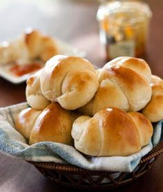 Overnight Refrigerator rolls -- Tender, fluffy rolls hot from the oven are a must have for Thanksgiving dinner. Be sure and make plenty because these light as air rolls will be gone in a flash. Crescent Roll Recipes, Crescent Rolls, Easy Bread Recipes, Cooking Recipes, Croissant Brioche, Croissants, Bread Rolls, Rolls Recipe, Dinner Rolls