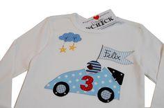 HAPPY BIRTHDAY tooooo youuuuuuu! Super süßes, gemütliches Shirt für den schönsten Tag im Jahr des kleinen Rennfahrers! Durch sein wunderschönes D... Baby Applique, Baby Suit, Cross Stitch Baby, Sewing Appliques, Sewing For Kids, Baby Knitting, Christmas Sweaters, Sewing Projects, Baby Boy
