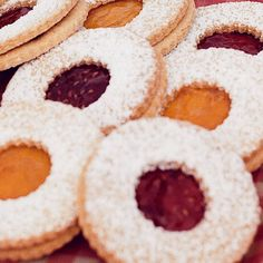 You can make these jammy biscuits a day or two in advance and fill them on the spot. We like raspberry or apricot jam best for the middle, but feel free to choose your own flavour. Easy Gingerbread Cookie Recipe, Gingerbread Man, Chocolate Crinkle Cookies, Chocolate Crinkles, Biscuit Cookies, Sandwich Cookies, Cake Cookies, Jam Recipes, Baking Recipes