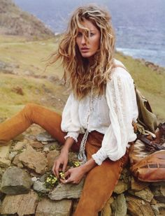 Vogue Paris April 2011 : Gisele Bündchen by Inez van Lamsweerde and Vinoodh Matadin Boho Chic, Bohemian Mode, Boho Gypsy, Bohemian Style, Boho Ootd, White Bohemian, Hippie Boho, Casual Chic, Vogue Paris