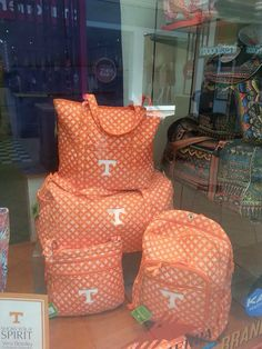 Vera Bradley I really like that backpack! Tennessee Apparel, Tennessee Game, Tennessee Girls, Tennessee Volunteers Football, Tennessee Football, University Of Tennessee, Football Season, Football Art, Vol Nation