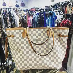 E a #bolsa mais vendida da #LouisVuitton a desejada #Neverfull...
