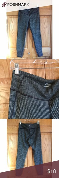 NWT Old Navy MidRise MicroStriped Comp Leggings NWT Soft and comfy mid-rise compression leggings from Old Navy. Gray and black micro stripes. Old Navy Pants Leggings