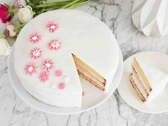 Säilytä sokerimassalla kuorrutettu kakku jääkaapissa ilman kupua, jotta kuorrutteesta ei tule kostea.