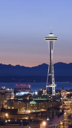 Never get sick of the Seattle skyline when travelling for skiiing to Canada - www.gretasmall.com