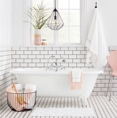 Get Inspired with 20 Luxury Black and White Bathroom Design Ideas - Very Amazing! - Best Home Ideas and Inspiration White Bathroom, Bathroom Interior, Modern Bathroom, Small Bathroom, Master Bathroom, Minimal Bathroom, Coral Bathroom, Bathroom Beadboard, Bathroom Furniture