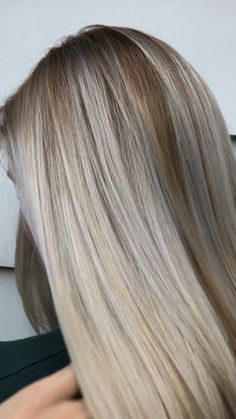 Platinum Ash Blond Balayage with Pravana Olaplex Schwarzkopf Jessica Phillips Cosmoprof Beauty licensed to create Ash Blonde Balayage, Brown Blonde Hair, Gray Hair, Dying Hair Blonde, Toner For Blonde Hair, Babylights Blonde, Medium Ash Blonde, Blonde Wig, Blonde Color