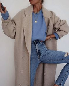 31 Street Style Looks- – wardrobe.decordiy…- 31 Street Style Looks- – wardrobe. Winter Mode Outfits, Winter Fashion Outfits, Look Fashion, Denim Fashion, Winter Outfits, Casual Outfits, Casual Jeans, Woman Fashion, Fashion 2020
