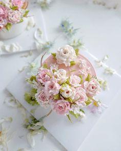 Korean Buttercream Flower, Buttercream Flower Cake, Floral Cupcakes, Floral Cake, Flower Cake Design, Cute Bakery, Buttercream Cake Decorating, Jelly Cake, Crazy Cakes