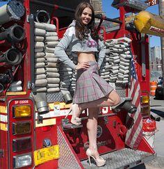 Nicole Treacy, Miss Scotland in New York City in our cropped Och Aye hoodie. Celebrity Gossip, Celebrity Pictures, New York City, Scotland, Punk, Hoodies, Celebrities, Wall, Model
