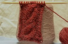Simple Cable Stitch / Rope Stitch, pattern available here: http://makedoandmendnovice.blogspot.com/2015/08/the-weekly-swatch-simple-cable-stitch.html