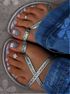 20 adorable toe nail designs and ideas I bought a new pair of toe shoes last week. l think, I should make a adorable to pair my peep toe heels. Pretty Toe Nails, Cute Toe Nails, Cute Toes, Pretty Toes, Pedicure Nail Art, Toe Nail Art, Glitter Pedicure, Beautiful Toes, Toe Nail Designs