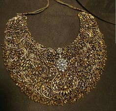 Necklace Collection : Diamond and gold necklace. Indian Wedding Jewelry, Bridal Jewelry, Gold Jewelry, Jewelery, Fine Jewelry, Gold Necklaces, Trendy Necklaces, Traditional Indian Jewellery, Indian Jewellery Design