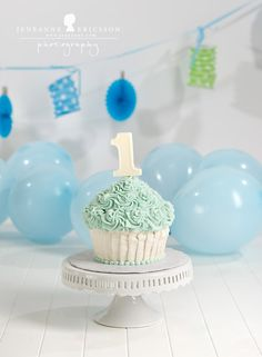 Jeneanne Ericsson Photography » blue white giant cupcake