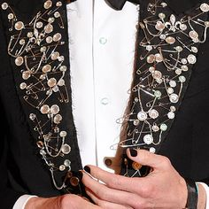 """15 Punk Accessories from Last Night's Met Ball Hamish Bowles took the """"Punk: Chaos to Couture"""" DIY message to heart, embellishing a Tom Ford tux jacket w/safety pins Punk Jackets, Looks Dark, Fashion Details, Fashion Design, Lesage, Diy Clothing, Punk Fashion, Refashion, Creations"""