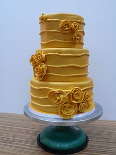 Golden wedding cake with roses This is any color would be pretty.