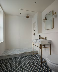 geometric tile | marble | walk in shower | pedestal sink | Sink love