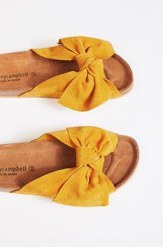 Do The Twist Sandal |