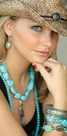 Turquoise - not a big turquoise fan, but I love this cowgirl look Cowgirl Chic, Cowboy And Cowgirl, Cowgirl Style, Cowboy Hats, Bracelet Turquoise, Turquoise Jewelry, Turquoise Accessories, Turquoise Clothes, Turquoise Color